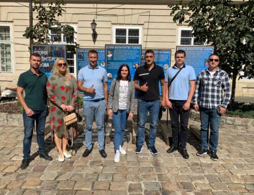 У Львові відкрили виставку-подяку волонтерам
